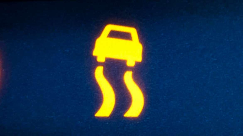 Pourquoi le voyant ESP d'une Nissan Juke reste allumé ?
