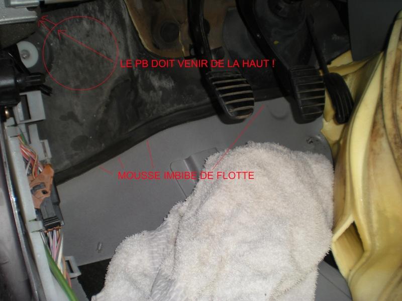 Comment arrêter une infiltration d'eau du coté conducteur dans une Clio 2 ?