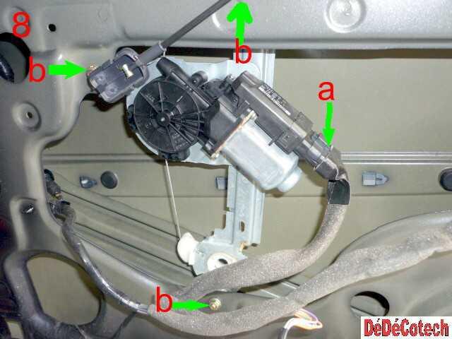 Comment réparer la vitre arrière d'une Scénic 2 qui descend toute seule ?